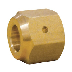Refrigerant flare joint, condensation prevention flare nut