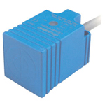 Proximity sensor standard function type, square shape/direct-current 3 wire type.Test distances: 7 mm and 10 mm